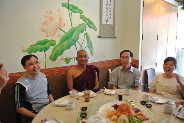 Bhante Cakkapala  graced the Fellowship's luncheon.