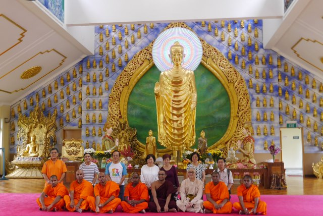 Group photo at Burmese Buddhist Temple