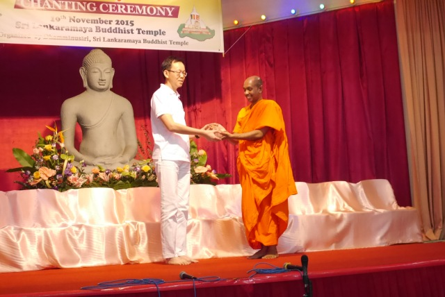 Brother Terence Lee received memento on behalf of MVBT chanting team.