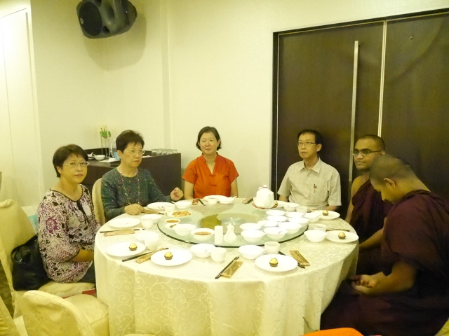 We welcome our two new committee members Sister Christine and Qwee Siang (left and third from left) and new guest Bhante Seelananda (second from right) … …