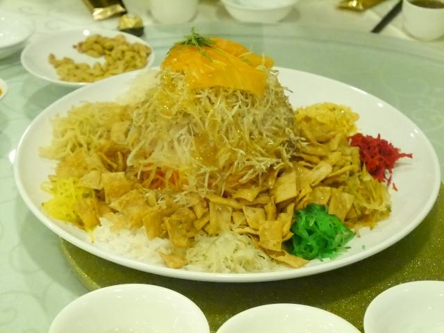 A platter of sumptuous lohei yusheng.