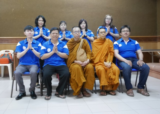 group-picture-of-pubv-members-with-ajahn-keng-and-bhikkhu-lee