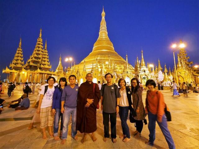 : Glistering Shwedagon Pagoda in the evening.