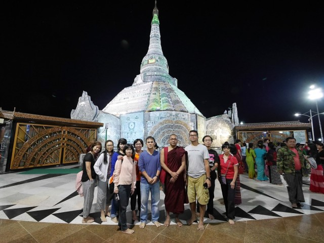 Group photo at the Jade Pagoda.