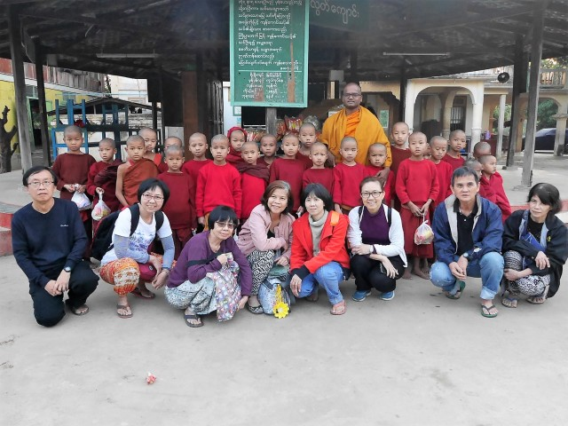 Group photo with young samaneras and Bhante Analayo.